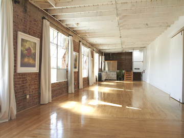 Rent: Bright Loft With Open Kitchen And West-facing Wall Of Window