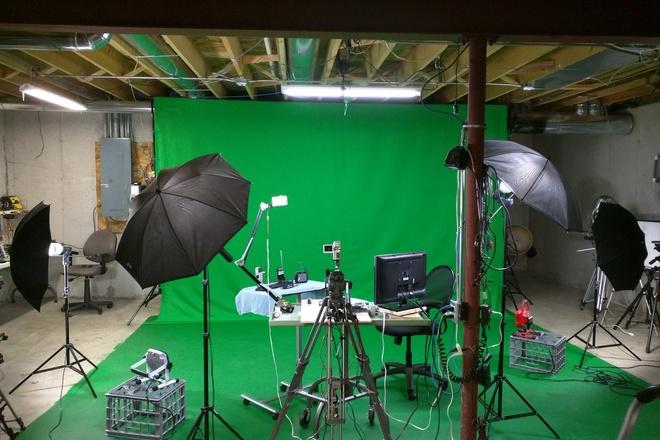 14' by 9' Greenscreen backdrop & Greenscreen floor w/lights