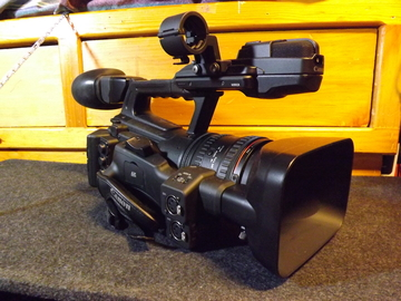 Rent: Canon XF305 ENG camcorder kit