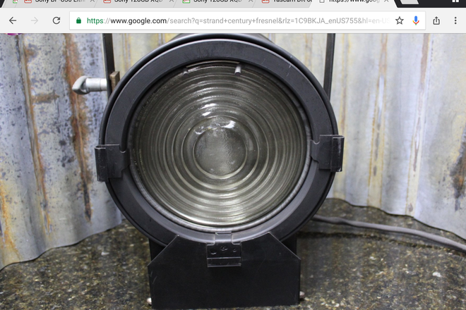 750W fresnel studio light with TVMP light stand mount