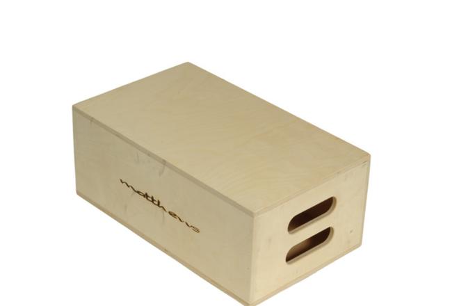 7 Matthews apple boxes, 4 -full, 3 - half