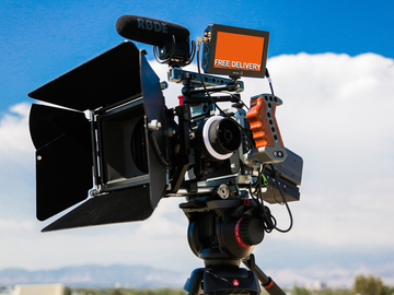 Rent: Blackmagic 4K RAW Complete Camera Package Zeiss+Tripod+Cage