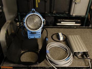 Rent: ARRI Compact 200w HMI Fresnel Kit