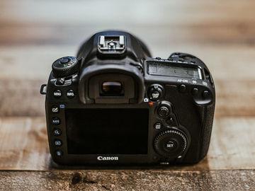 Rent: Canon EOS 5D Mark III + 1.4 sigma 50 mm.