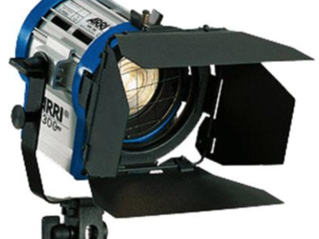 Rent: (2) Arri Tungsten Fresnel 300W Combo kit