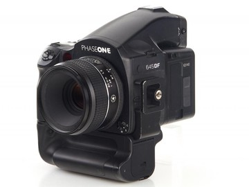 Rent: Mamiya 645 PhaseOne IQ140 +  80 mm lens