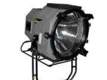 Rent: 2.5k/4k HMI PAR w/electronic balast