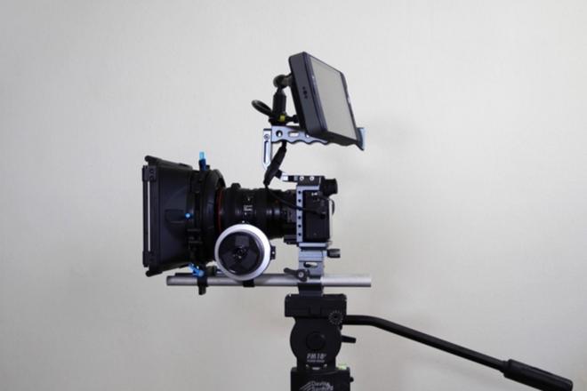 Sony a7s II Full Cinema Accessory Kit monitor, cage