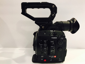 Canon C300 mkii + Canon 24-70mm 2.8 + 3 Batteries