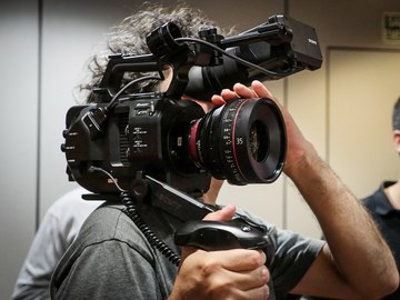 Rent: Sony FS7, Sachler Ace L, Fujinon Cine Zoom, Canon Cine Prime