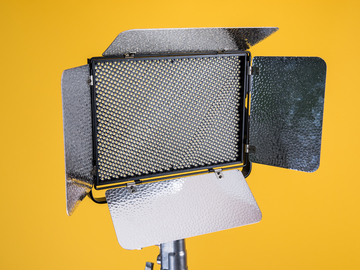 Rent: Aputure Light Storm LS1c Bi-Color LED Panel (2/3)