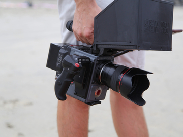 "Rent: RED Scarlet-W Dragon 5K (w/ 7"" Touch + EF Mount)"