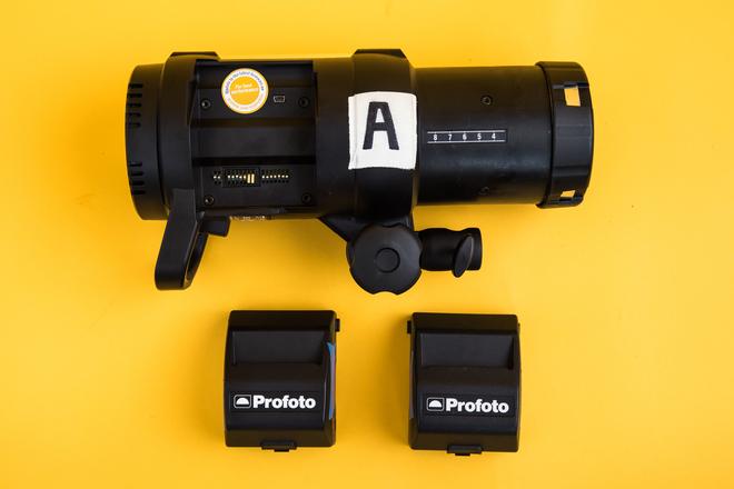 Profoto B1 500 AirTTL Strobe + 2 Batteries (1/3)