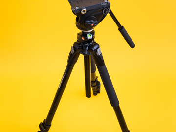 Rent: Manfrotto MT190 Tripod with MVH500AH Fluid Head
