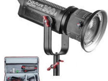 Aputure Light Storm COB 300d Fresnel LED, V-mount (1 of 2)