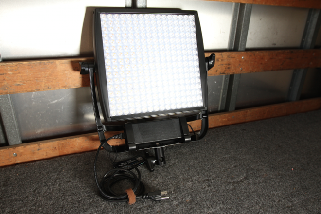 LITEPANELS ASTRA EP 1x1 BI-COLOR LED w/V-Mount + Stand
