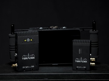 Rent: Teradek Bolt 300 3G-SDI/HDMI+SMALLHD AC7+MONITOR CAGE