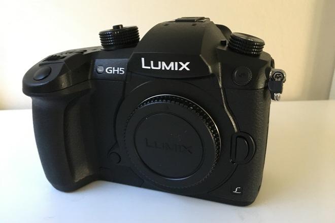 Panasonic Lumix DC-GH5 (VLOG, 4 batteries, 128GB SD Card)