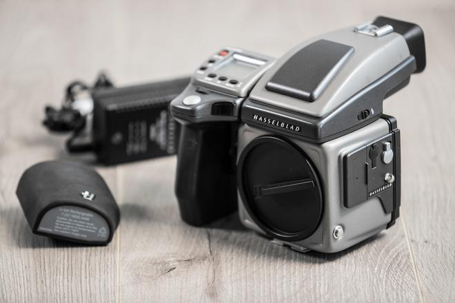 Leaf Aptus 75s Digital Back, Hasselblad H2 camera body