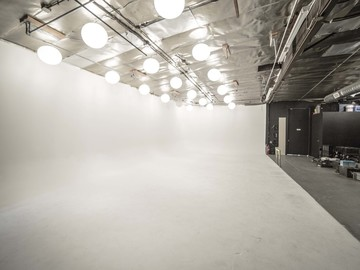 Rent: White Cyc Studio & Soundstage
