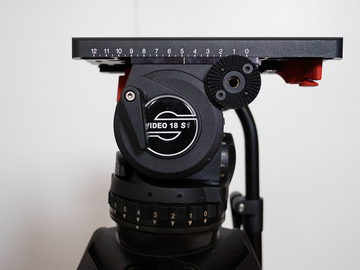 Rent: Sachtler Video 18 // CF Lock legs // Midlevel spreader