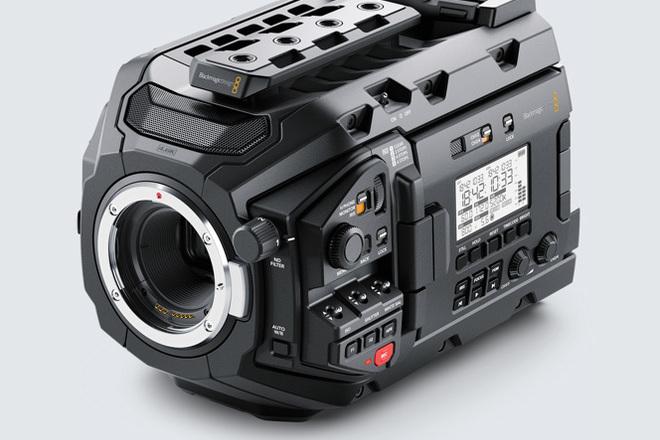 Blackmagic Ursa Mini Pro  G1 (Batteries + Cards) (BRAW)