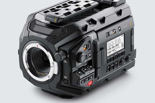 Blackmagic Ursa Mini Pro  G1 (Batteries + Cards) (BRAW)