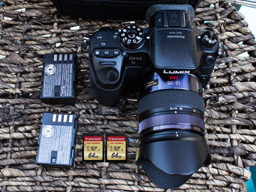 Rent: Panasonic Lumix GH4 4K + 12-35 mm f2.8 + 2 Batts + 2 (64) SD