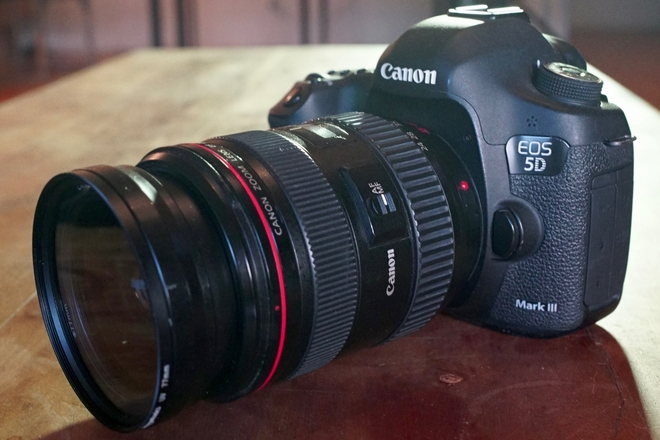 Canon 5D Mark III w/Lens, Card & Batteries