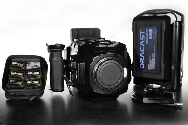 Blackmagic Design URSA Mini 4K EF + 6 Cine Lenses + 4 Cards