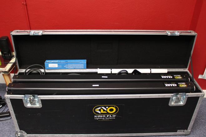 Kino Flo Gaffer 4' 4Bank, 2-Light Kit plus (2) light stands
