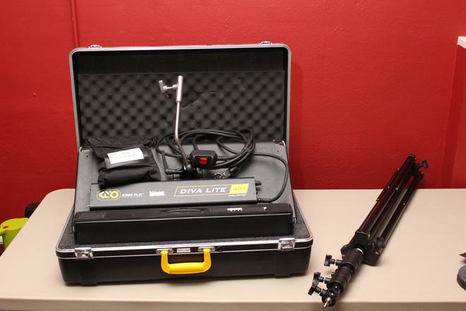 Kino Flo Diva-Lite 401 Universal 1-Light Kit / Case / Stand