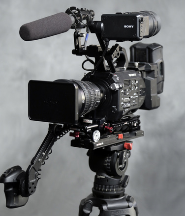 Sony FS7 w/28-135 f/4 lens  V-Mount Kit