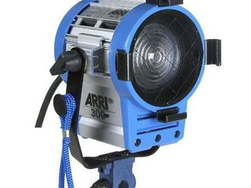 Rent: ARRI | FRESNEL | 300W | HEAD | TUNGSTEN