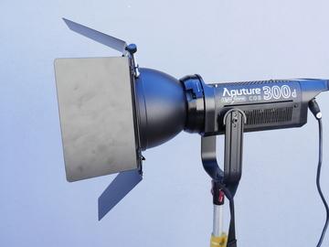 Aputure Light Storm C300D LED Light Basic Kit (300D) 1 of 3