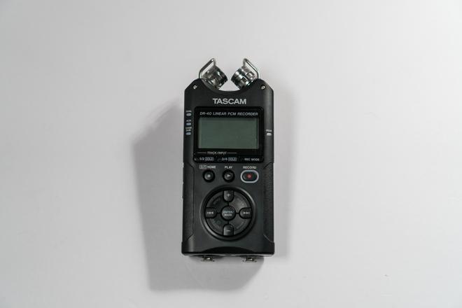 Tascam DR-40 (With MDR-7506 pro headphones)