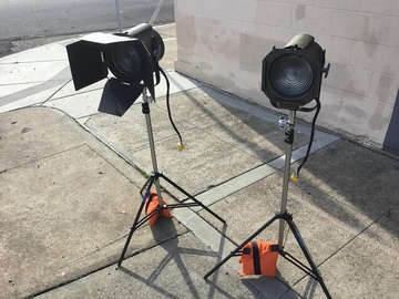 Rent: Pair of 750 watt fresnel theater lights on stands TVMP