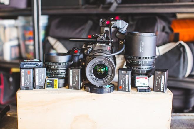 Rent Canon C200 kit with Cinema Zoom lens set w/ 90 min  RAW | ShareGrid