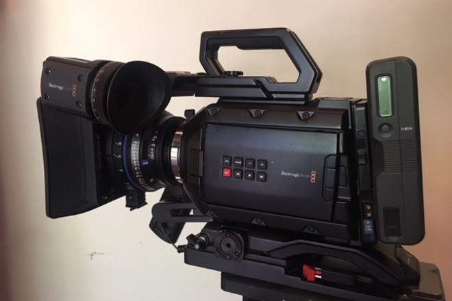 Blackmagic Mini 4.6K   PL mount,  shoulder kit