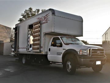 2006 Ford F-550 3-Ton (*Empty) Production Truck /Lift Gate