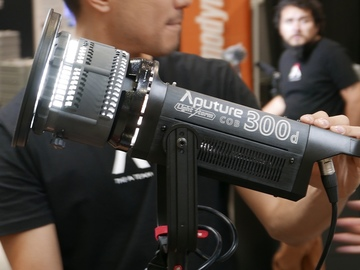 Aputure 300d w/ fresnel & stand