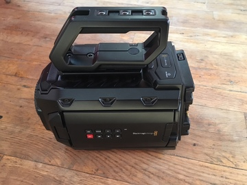 Rent: Blackmagic Design URSA Mini 4K + memory cards and batteriesk
