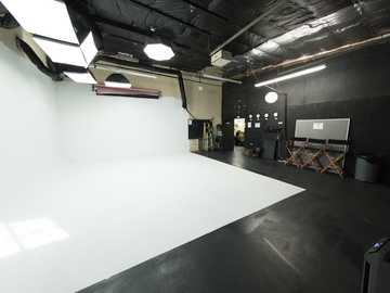 Rent: NEW! 1,000 Square ft. Seamless Cyclorama