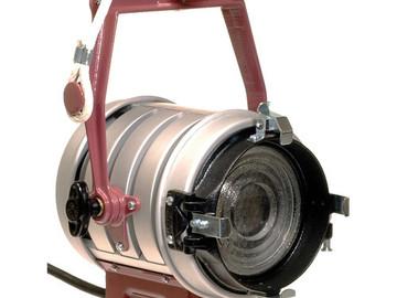 Rent: Mole Richardson Tweenie II 650w Fresnel