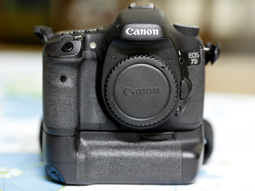 Rent: Canon EOS 7D with battery mount