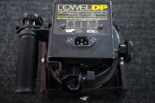 Lowel DP Focus Flood Tungsten Light (1000 watt) +Barn Doors