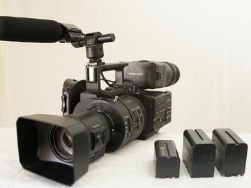 Rent:  Sony NEX-FS700R Super 35 with 18-200mm f/3.5-6.3