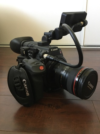 Canon EOS C200 (+ 2 Lenses and Manfrotto Tripod)