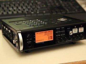 Rent: Tascam  DR-680