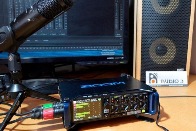 Zoom F8 Multi-Track Field Recorder + Protective Case